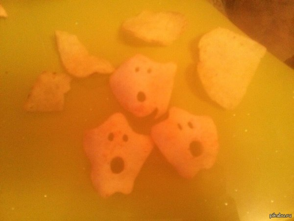 Моя девушка ела чипсы, и кажется они были к этому не готовы.