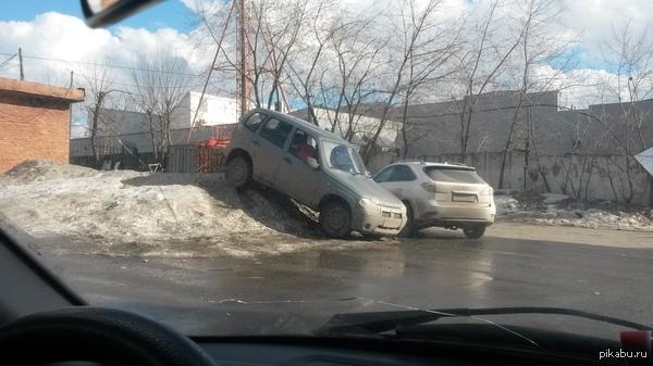 Брутальная парковка.