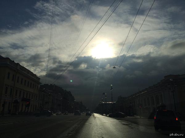 Невский проспект сегодня утром как-то жутковато
