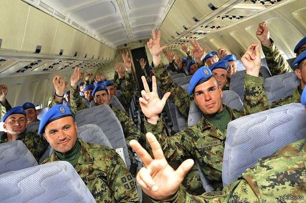 Сербские гвардейцы летят в Москву для участия в параде Победы