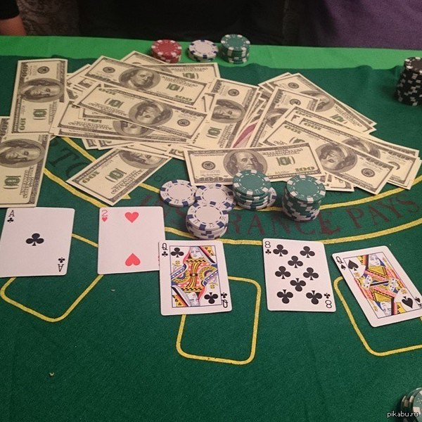 Кто сказал что монополия лучшая настольная игра? Играйте в покер! На этот раз банк был огромный