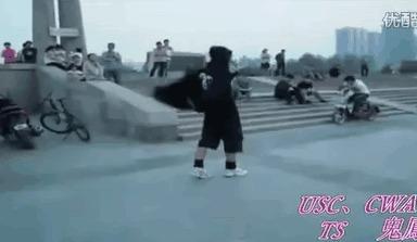 Обычный день в Китае (я даже на льду так не смогу))