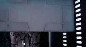 Развидеть это теперь будет невозможно! Один из штурмовиков (крайний правый) слишком высок и ударяется головой о дверь. Присмотритесь. «Развидеть» потом это невозможно. http://www.adme.ru/