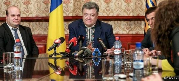 """Петр все таки """"вдягнул вышиванку""""! на саммите! в Риге! источник: http://korrespondent.net/ukraine/politics/3517821-poroshenko-prybyl-na-sammyt-v-ryhe-v-vyshyvanke#1."""