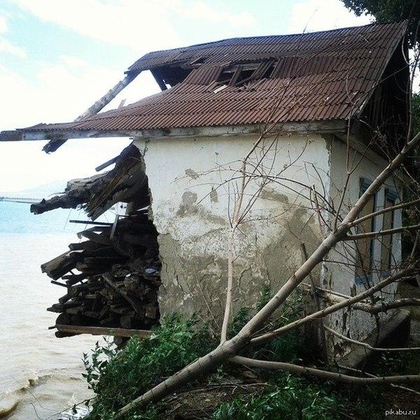 Оптимиста дом, который на половину полон. о. Алаколь, дом на берегу