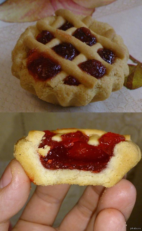 """Продавщица сказала: """"Не знаю какое варенье, кисленькое такое.."""" Поразительная творческая смекалка отечественных производителей. Купил в магазине приглянувшееся печенье, с наполнителем из фруктового джема или варенья.."""