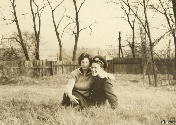 Помогите добавить резкости и раскрасить. На фото мои бабушка с дедушкой в германии. Я не халявщик! Если надо, то готов заплатить.