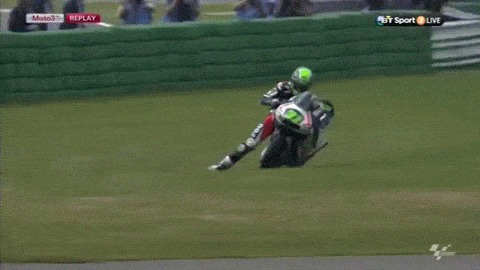 Вот это уровень вождения) Финиш Николаса Айо в Ассене (Moto 3)