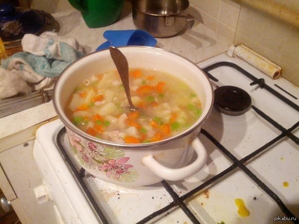 Решил приготовить суп впервые за 3 года Ложка в супе стоит! Я всё правильно сделал?