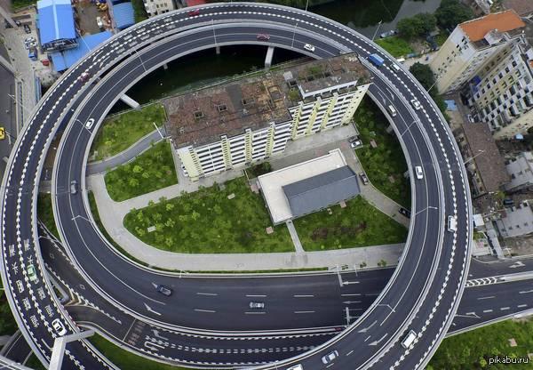 Жители дома в Гуанчжоу воспротивились сносу своего жилья, не согласившись с предложенной правительством компенсацией. Пришлось огибать http://www.operationcdl.net/panoramic-view/