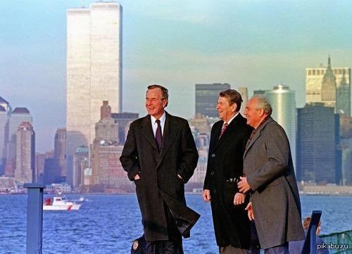 Не плохо бы вспомнить Президенты Буш, Рейган и Горбачёв на Манхэттене. Башни близнецы ещёстоят. СССР тоже ещё пока. США. 1988г.
