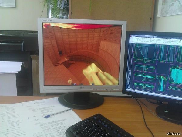 Многие на работе не понимают, почему у меня второй монитор не широкоформатный.
