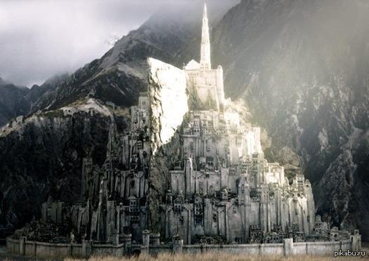 Фанаты «Властелина колец» из Великобритании собирают 3 миллиарда долларов на постройку крепости Минас Тирит. Воссоздать столицу Гондора надеются в натуральную величину. https://www.indiegogo.com/projects/realise-minas-tirith#/story
