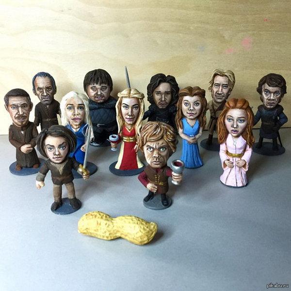 """Арахисовая """"Игра престолов"""" Стив Казино (Steve Casino) создал 223 фигурки из арахиса за 3 года. Недавно его попросили вылепить фигурки для рекламы нового сезона сериала «Игра Престолов»."""