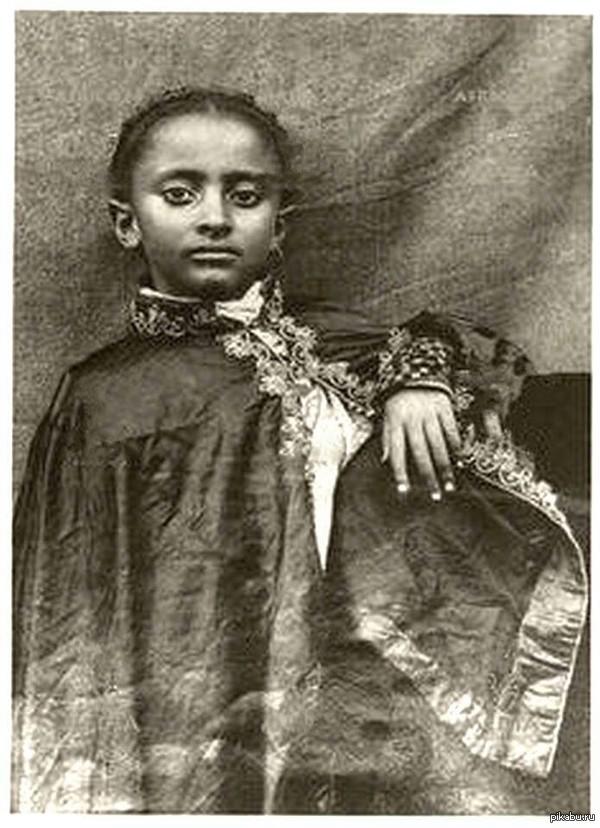 Джа Растафарай, 1898 год. Последний император Эфиопии (2 ноября 1930 — 12 сентября 1974), происходивший из легендарной династии потомков царя Соломона.