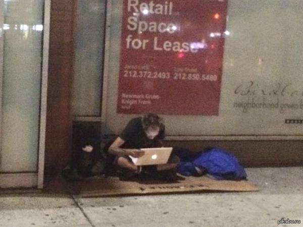 Наши суровые Нью-Йоркские бомжи :) у кого доллар найдётся? :)