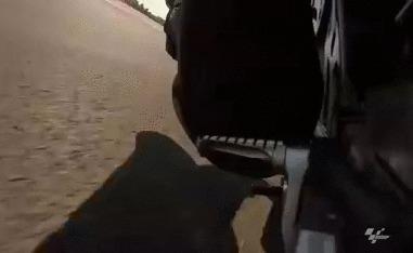 """Что происходит с """"подставкой для ног"""" во время аварии на мотоцикле"""