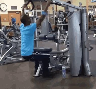 Однажды в тренажёрке... Черт возьми, что за упражнение он делает?!