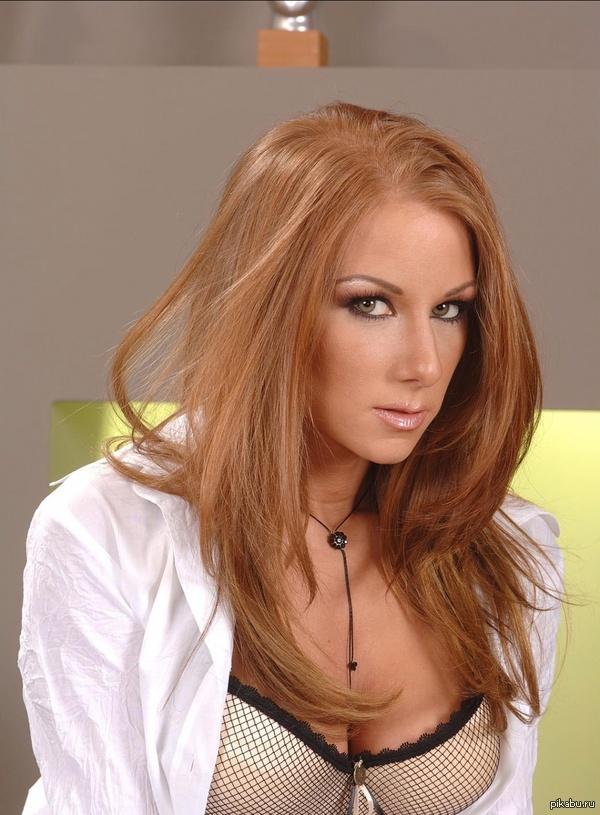 актриса julia taylor