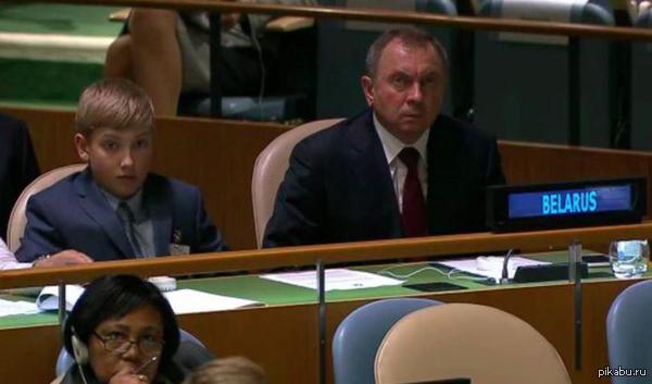А главного-то мы вчера и не увидели. Коля Лукашенко на сессии Генассамблеи ООН. Источник https://twitter.com/nourlnews/status/648795928309202944