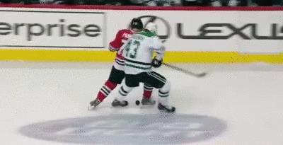 Артемий Панарин еще не успел обжиться в НХЛ, а уже кошмарит соперников своим дриблингом Накрутил троих на носовом платке)