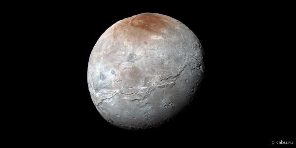 Цветная фотография Харона (Спутник Плутона) с приличной детализацией.