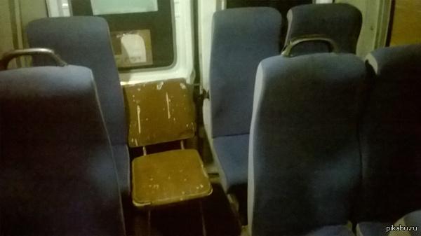 Б - безопасность! Льготное место в маршрутном такси № 62  Место для инвалидов, лиц пожилого возраста и пассажиров с детьми.