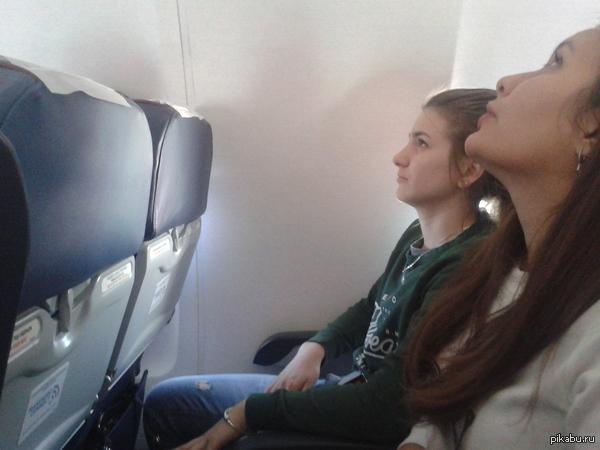 Место у окна Сестра летела первый раз на самолете, попросили ей место у окна.. Шикарный вид говорили они...
