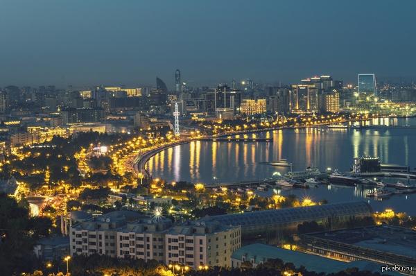 Мой город Баку фото с самой высокой точки города, фоткал на никон д3200 50мм. только народ помогите с длиннопостом, как добавить несколько фотографий?)