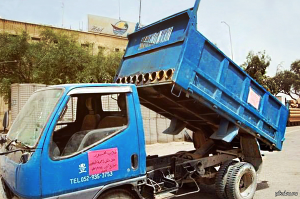 Самодельная система залпового огня В начале 2010 года израильские военные обнаружили в секторе Газа мусоровоз, оснащенный 9-ю трубами-направляющими для запуска ракет Ист: www\militaryphotos\