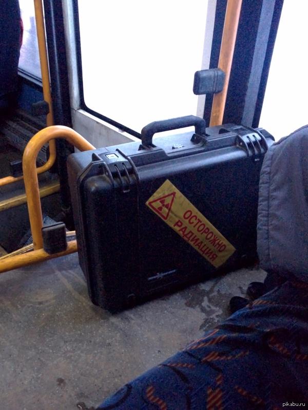 Обычное утро в уфимском автобусе Хозяйка кейса - маленькая старушка