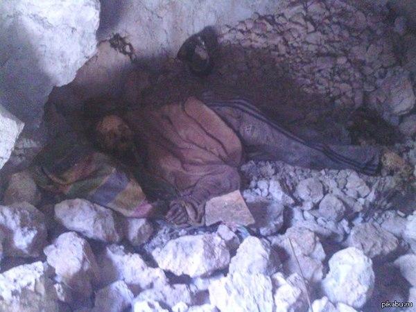 Лазил по горам в Перу, нашёл грот, а в нём сушёного человека. Старый индеец пришёл в свою любимую сухую пещеру, лёг, и больше не встал.