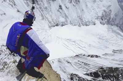 Первый в мире прыжок с Эвереста в костюме-крыле - рекорд поставил Валерий Розов - гифка а я когда-то боялся прыгнуть с 1000 м....