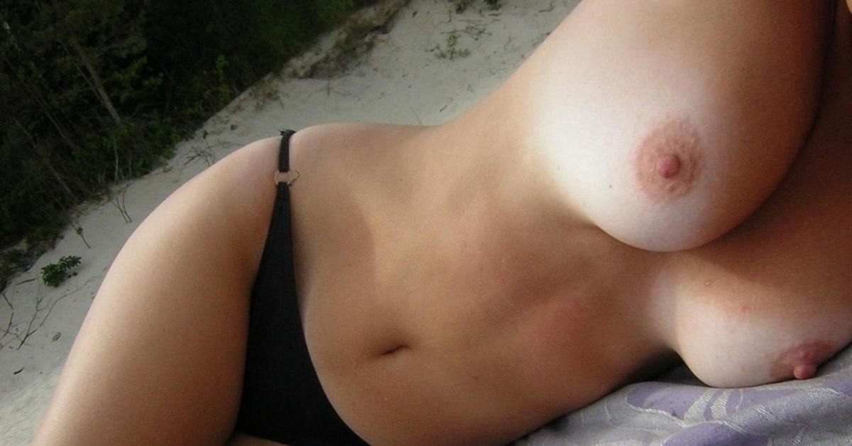 секс голые брюнетки с третьим размером груди частные фото никого нет