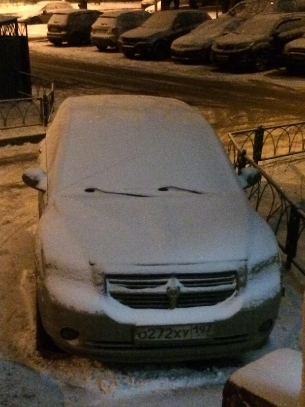 Как будто заигрывает с соседней машиной))