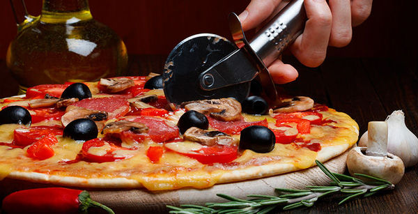 """Любителям пиццы:""""Математики разработали новый способ разрезания пиццы."""" Еда, Разное"""