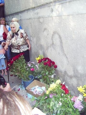 Жители села долгое время поклонялись ссаным разводам на стене. Длиннопост, Религия, Совсем ку-ку, Бабка, Богородица, Украина