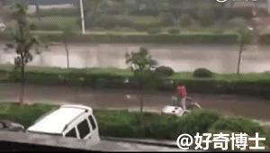 Велосипед+зонт+сильный ветер=...
