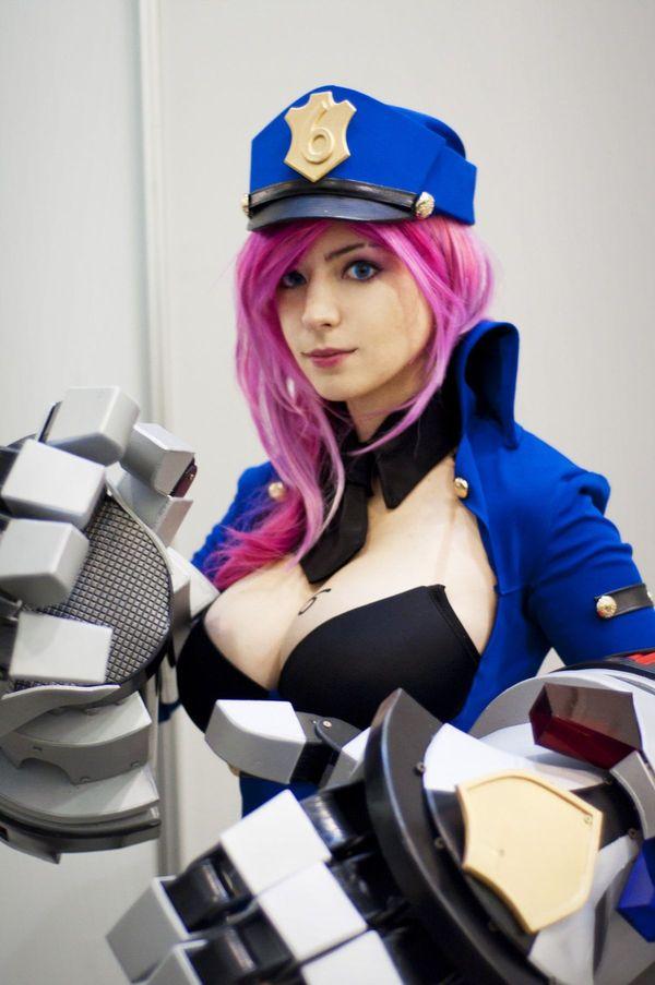 Officer Vi cosplay