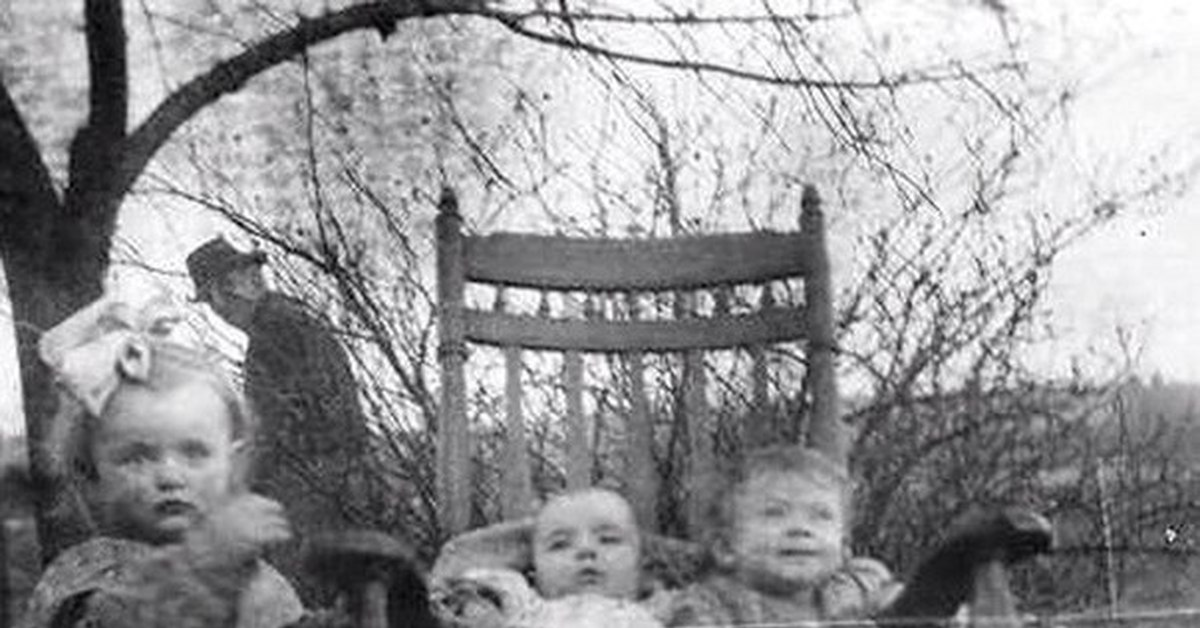 Казалось бы это обычное фото 20-х годов где продолжение?
