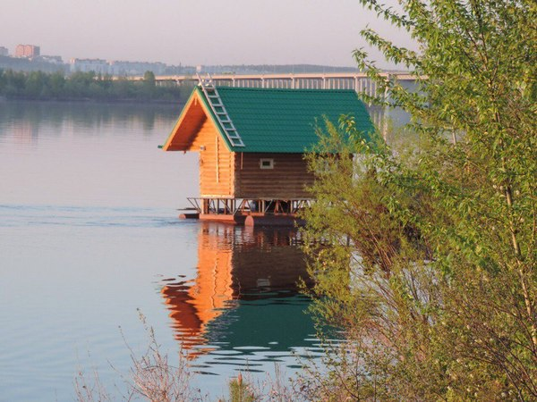 Я конечно много чего видел, но чтоб по Каме баня плавала ... Баня, Кама, Вконтакте