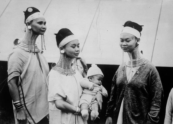 Женщины племени падаунг в Лондоне, 1935 год. Фотография, Интересное, Девушки, Прошлое, Племя, 20 век, Великобритания, Лондон, Длиннопост