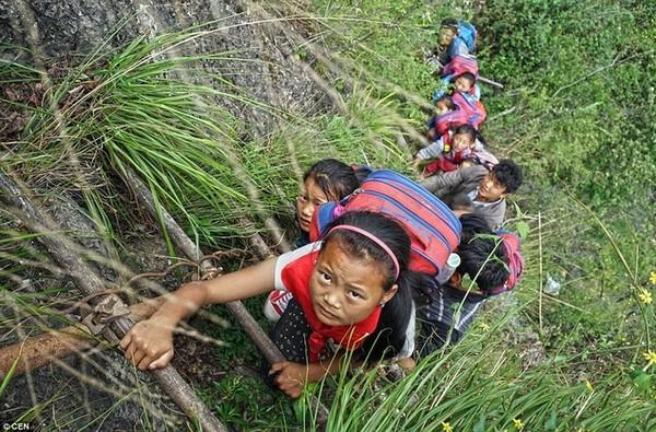 Самая опасная дорога в школу Дорога, Школа, Китай, Дети, Onlinerby, Длиннопост
