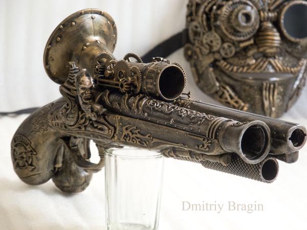 Бутафорский пистолет