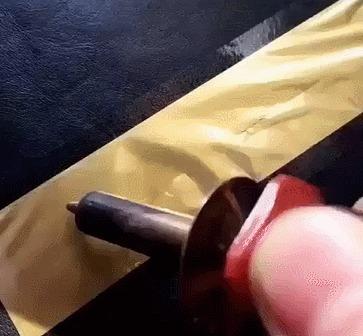 Черно-золотая каллиграфия