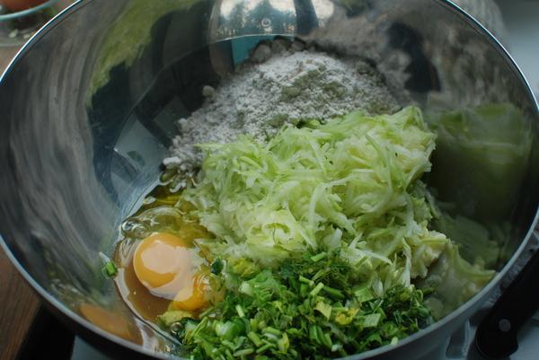 Быстрые кабачковые оладушки еда, рецепт, лето, кабачок, вкусняшки, пп, длиннопост