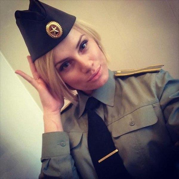 Женщина в военной форме сзади фото 609-112