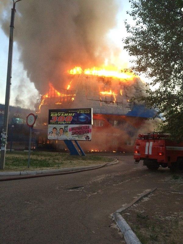 В Нефтекамске горит развлекательный комплекс!