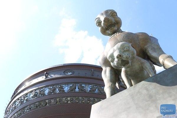 Какая-то странная статуя... Казань, Статуя