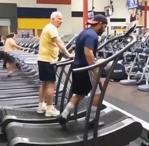 Хорошо выеб в спортзале
